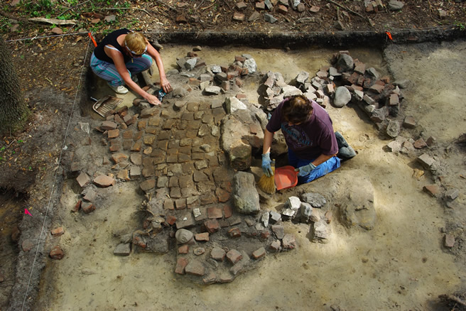 People excavating a hearth at Brunswick Town/Fort Anderson