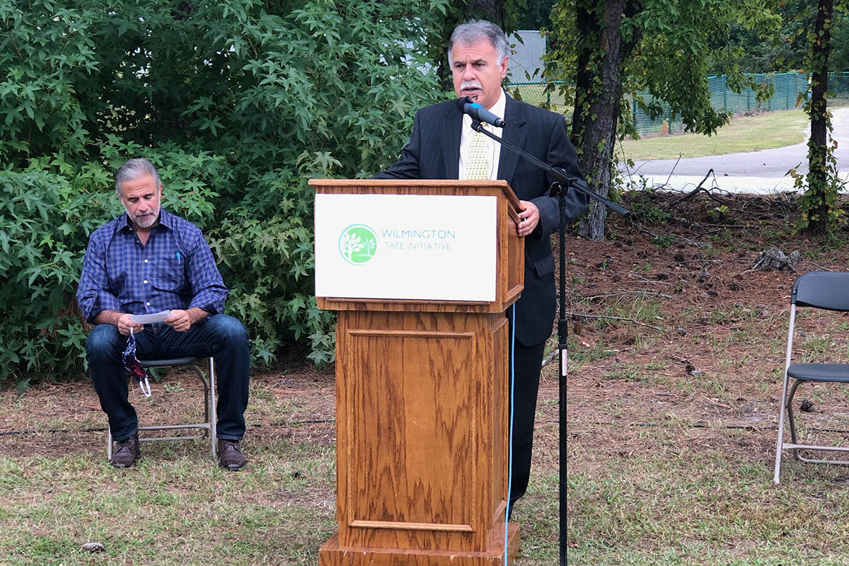 Chancellor Sartarelli, at podium. Wilmington Mayor Bill Saffo '83 is seated behind and to the left.