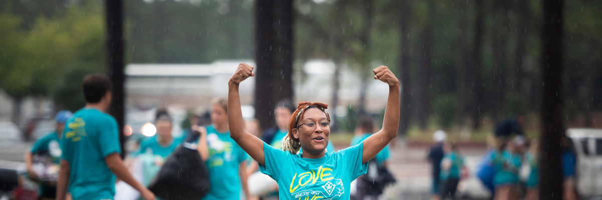 Rainy weather on Move-In day does not deter approximately 2,200 Seahawks who moved in to residence halls assisted by 1,700 campus and community volunteers