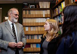 Jimmie Killingsworth chats with a student as a part of his Buckner lecture. - Photo by Kathy Rugoff