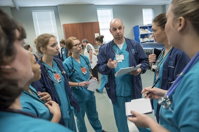 School of Nursing students discuss a simulation case