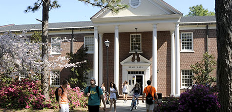 Students in front of Bear Hall, UNCW